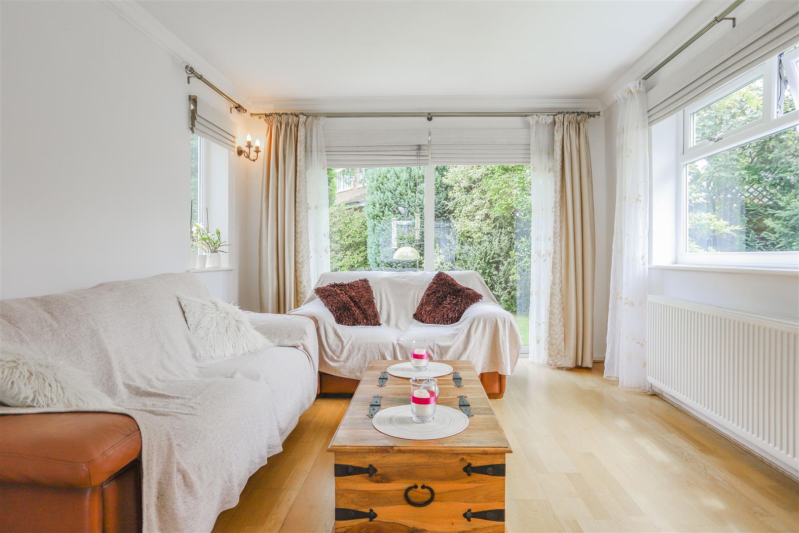 5 Bedroom Detached House For Sale - 18.JPG